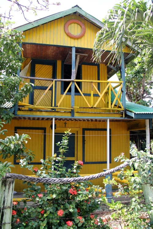 My favorite island house. Yellow!
